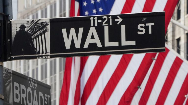 هبوط الأسهم الأمريكية على خلفية الاحتجاجات والتوتر مع الصين