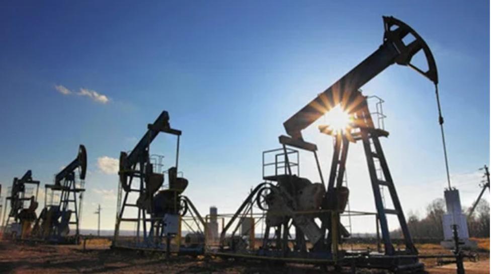 مخاوف بشأن الإمدادات.. أسعار النفط تهبط أول أيام ديسمبر