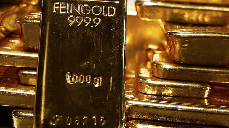 أسعار الذهب تنزل وسط شكوك حيال حزمة التحفيز الأمريكية