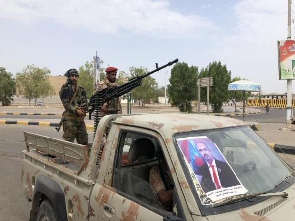 قوات الانتقالي تداهم أحياء في عدن وتعتقل العشرات
