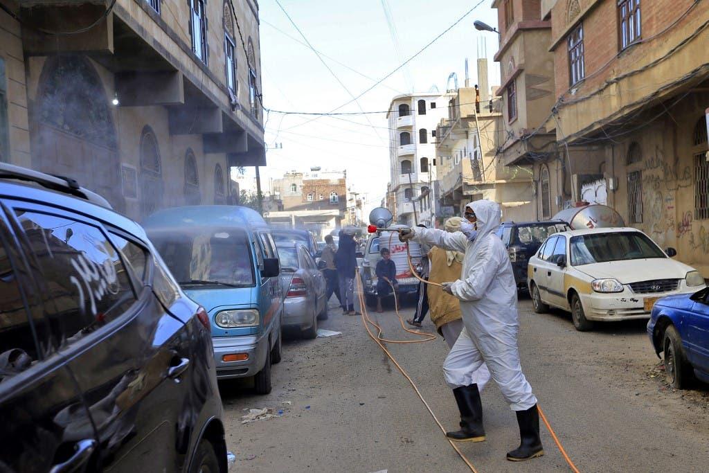 حملة حوثية في صنعاء تغلق عشرات العيادات والصيدليات والمنشآت الصحية