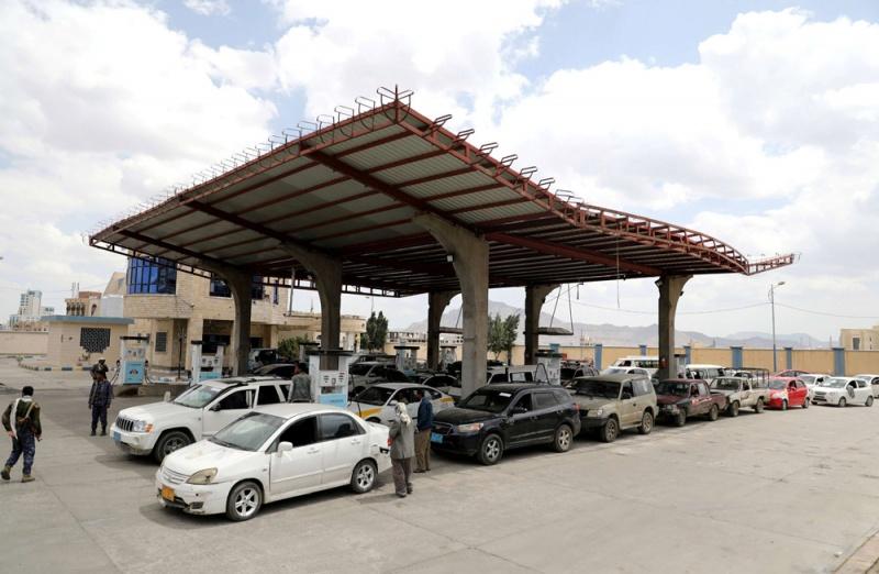 نفط صنعاء تعد بتخفيض جديد في أسعار البنزين والديزل