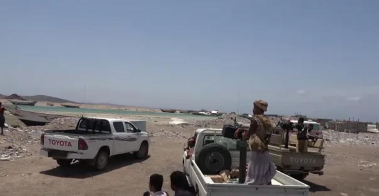 قوات باب المندب تمنع دخول قارب يحمل أشخاص مشتبهين بكورونا إلى اليمن