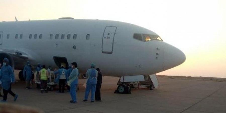 طائرة تصل إلى جزيرة سقطرى في رحلة خاطفة والحكومة تكشف ما حدث (صورة)