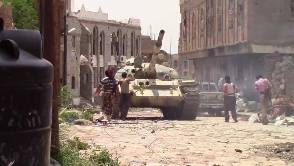 تعز ..قوات الجيش تهاجم مواقع الحوثيين في الجبهة الغربية تزامناً مع هجومٍ لهم شرق المدينة