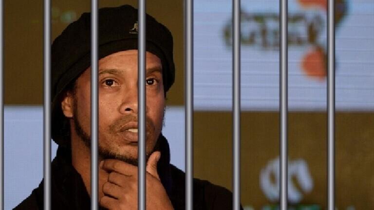 الساحر رونالدينيو يخرج من السجن بعد دفعه مليون ونصف دولار