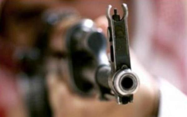 """مقتل""""العطوي"""" برصاص مسلحين قبليين أثناء قيادته لسيارته في لحج"""