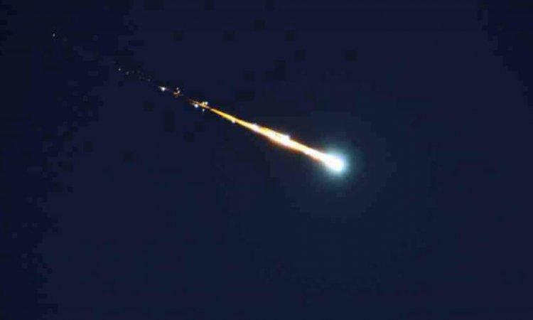 شاهد.. أول فيديو واضح للنيزك الذي انفجر في سماء صنعاء