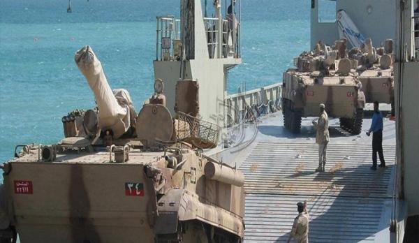 """""""سقطرى 2"""" تصل ميناء الأرخبيل والجزيرة تكشف حمولتها من العتاد العسكري"""