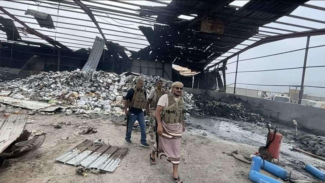 طارق طالح يُدلي بتصريح قوي في زيارة الثانية للمينا بعد القصف...ماذا قال؟