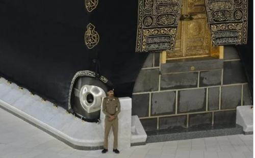 السعودية تتخذ إجراء عاجل بشأن الحجر الأسود والركن اليماني