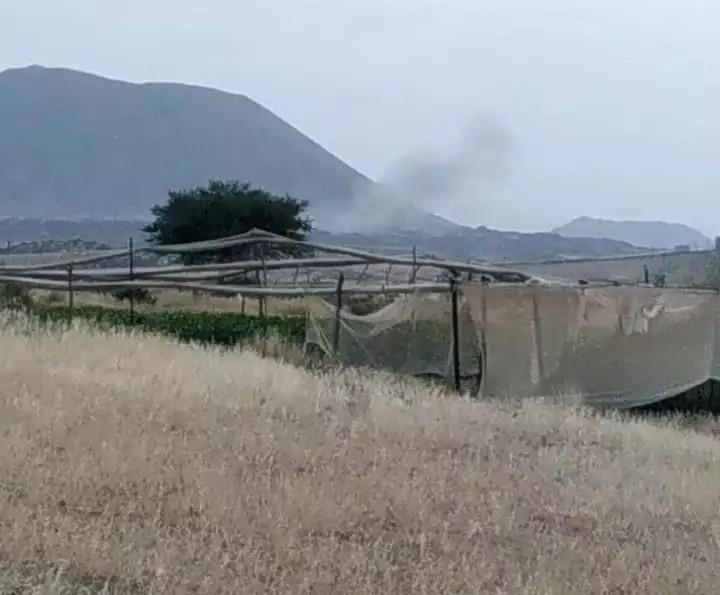 سقوط صاروخ باليستي اطلقته جماعة الحوثي باتجاه مأرب في احد قرى قيفة بالبيضاء