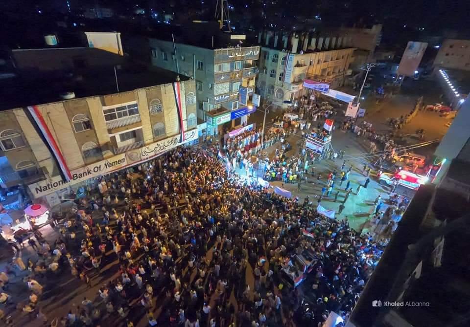 الألعاب النارية تزين سماء تعز احتفالاً بذكرى ثورة سبتمبر (صور)