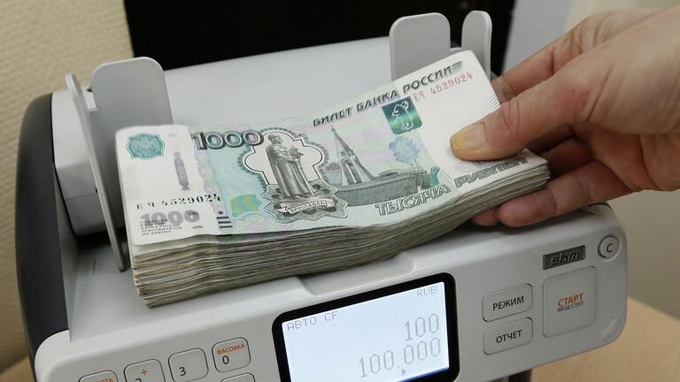 الروبل الروسي يصعد إلى أعلى مستوى في أسبوع