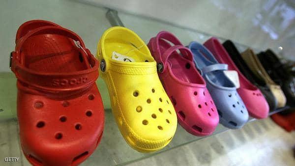 """هذا الحذاء """"القبيح"""" يلقى رواجًا بعد كساد ويتحول إلى شركة بقيمة مليار دولار(بالصور)"""