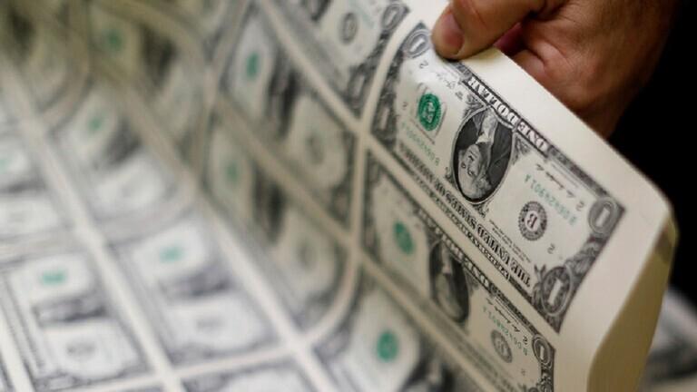 اقتصادي أمريكي يحدد 3 عوامل للانخفاض الحاد الوشيك للدولار