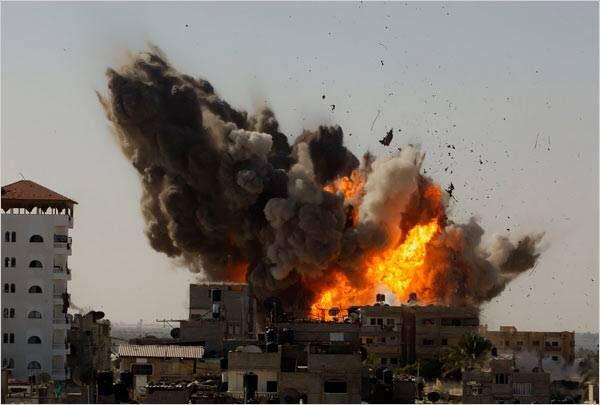 انفجارات عنيفة تهز العاصمة صنعاء بعد ساعات من انفجار عدن